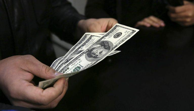 پیشبینی قیمت دلار فردا اول دی 99 / آخرین نشانههای ارزانی قیمت دلار